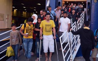 group-of-115-refugees-to-be-moved-from-alonissos-to-volos
