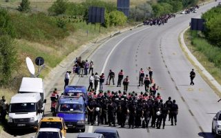 police-and-migrants-in-stand-off-near-turkey-amp-8217-s-greek-border