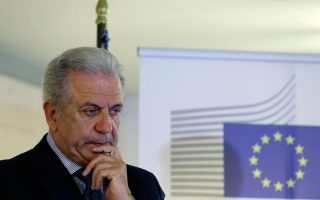 european-commissioner-avramopoulos-visits-lesvos-after-drownings