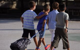 sixth-graders-take-younger-pupils-under-their-wing
