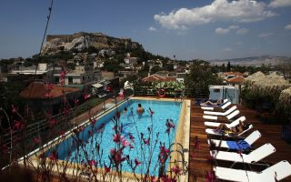big-gap-between-what-greeks-foreigners-pay-for-hotels