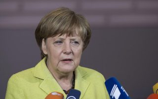 merkel-approval-rating-drops-to-four-yearlow-on-refugee-crisis