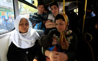 athens-makes-city-buses-available-to-take-migrants-to-ex-olympic-sites