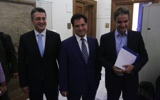 new-democracy-candidates-reach-truce-after-tensions