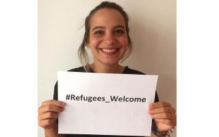 greeks-connect-with-refugees-in-search-of-accommodation-with-help-from-ngo