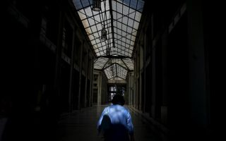more-misery-ahead-for-greeks-as-economy-set-to-shrink-again
