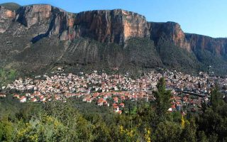 experts-assess-risk-of-rock-crushing-historic-town-of-leonidio