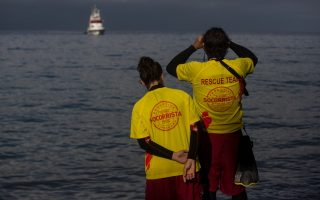 child-drowns-another-missing-in-refugee-boat-sinking