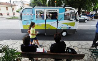 bus-crashes-in-trikala-driver-nowhere-to-be-seen