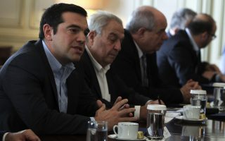 tsipras-meets-with-island-mayors-religious-leaders-over-refugee-crisis0