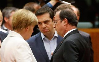 tsipras-discussed-negotiations-refugees-with-merkel-hollande-juncker0