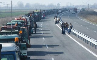 farmers-blockade-closes-off-key-northern-border-crossing