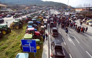 greek-farmers-temporarily-block-highways-to-protest-reforms