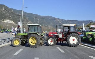 farmers-set-up-attica-road-block-as-minister-hints-at-little-prospect-for-pension-concessions