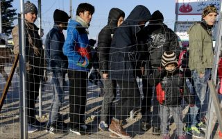 fyrom-partially-reopens-border-with-greece-to-migrants