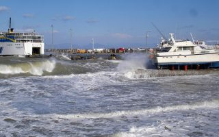 ferry-passengers-advised-to-check-on-sailings-due-to-strong-winds