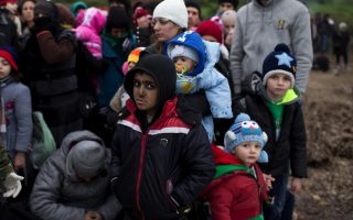 authorities-reopen-camp-as-dozens-gather-at-idomeni-in-freezing-conditions0
