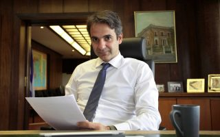mitsotakis-pledges-to-attract-center-left-voters-work-with-tzitzikostas-if-he-wins-sunday-s-ballot