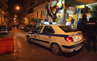 police-motorcyle-thieves-exchange-gunfire-in-central-athens