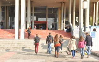 greece-rich-in-doctoral-graduates-but-lags-in-keeping-them-at-home