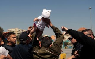 tensions-flare-at-piraeus-port-as-migrants-refuse-to-evacuate-makeshift-camp