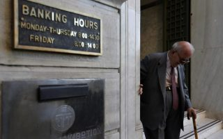 greek-bank-deposits-drop-for-third-month-in-a-row-in-march