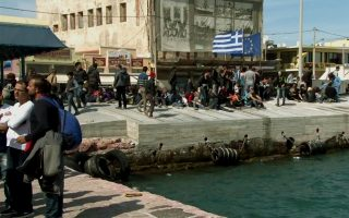refugees-migrants-break-out-from-chios-detention-camp-in-protest