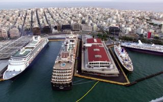 port-workers-to-strike-against-privatization-of-piraeus-and-thessaloniki-port-authorities