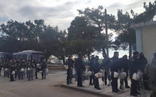 fire-in-greek-camp-burns-more-than-a-dozen-tents