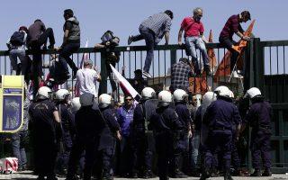 greek-teachers-stage-boisterous-rally-outside-ministry