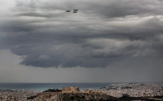 us-f-16s-fly-low-over-athens-for-acropolis-photo-shoot