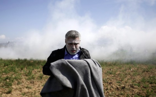 greece-condemns-fyrom-tear-gas-and-rubber-bullets-against-migrants