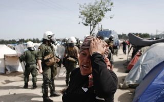 greek-police-tear-gas-migrants-after-police-van-attacked