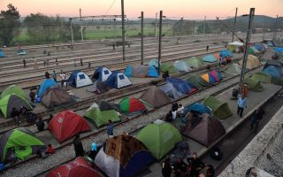 police-move-in-to-reopen-idomeni-railway-crossing