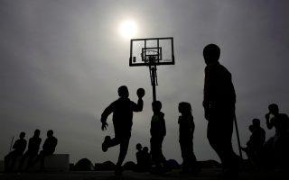 refugee-boys-play-basketball-at-piraeus-port