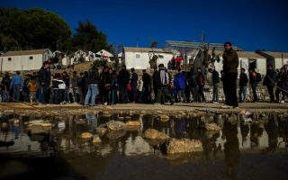 clashes-break-out-at-migrant-camp-on-lesvos