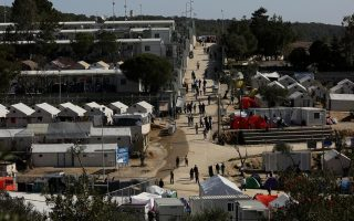 detained-migrants-protest-in-camp-on-lesvos
