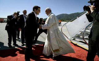 tsipras-says-pope-amp-8217-s-visit-to-lesvos-is-historic