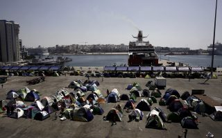 greece-sees-two-week-lag-in-migrant-returns-to-turkey-says-official0