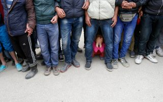 greece-counts-down-to-first-turkey-migrant-returns-under-eu-deal0
