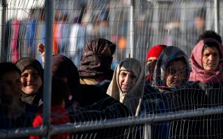 five-hurt-in-violence-at-chios-refugee-detention-camp