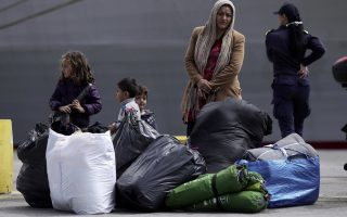 greece-hopeful-of-moving-migrants-from-piraeus-but-tension-grows-at-elliniko