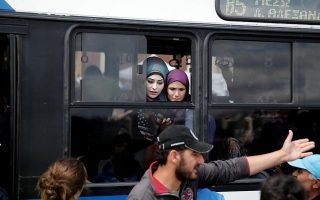 migrants-to-be-moved-from-piraeus-to-skaramangas-site-next-week