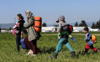 brussels-gives-greece-two-weeks-to-tighten-borders0