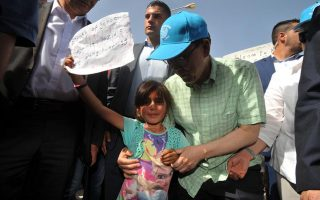 un-chief-calls-lesvos-amp-8216-island-of-peace-amp-8217-during-visit-to-refugees