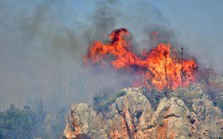 firefighting-plane-makes-emergency-landing-in-viotia