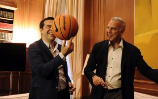 pm-goes-man-to-man-with-basketball-legend-at-maximos-mansion