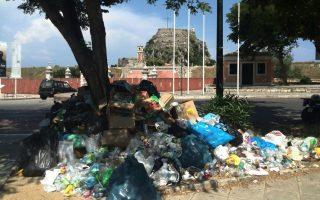 corfu-hoteliers-getting-desperate-over-trash-pileup