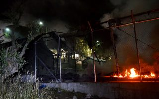 migrants-hurt-tents-torched-in-lesvos-brawl