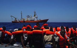 about-4-500-migrants-rescued-in-wave-of-med-crossings